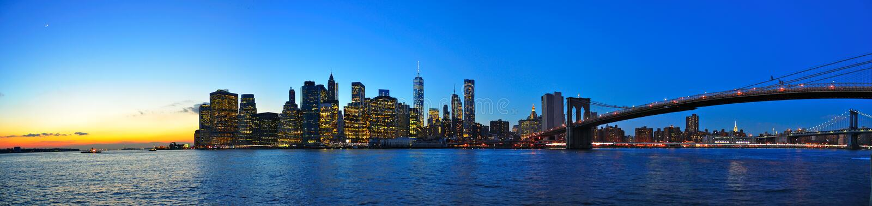 De zonsondergangpanorama van Manhattan, de stad van New York royalty-vrije stock afbeelding