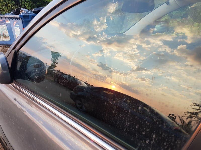 De zonsondergangstralen betrekt zon blauwe en oranje gouden kleuren Griekenland stock afbeeldingen
