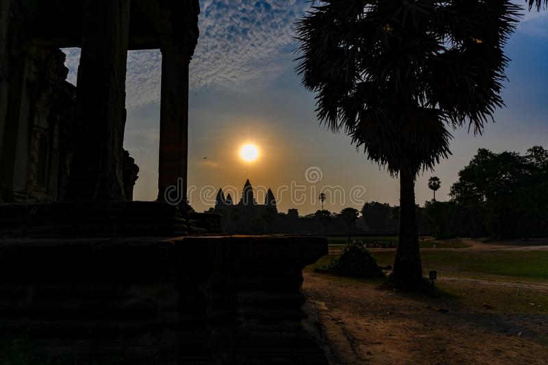 De zonsopgang over boeddhistische Tempel Angkor Wat, Siem oogst, Kambodja stock fotografie