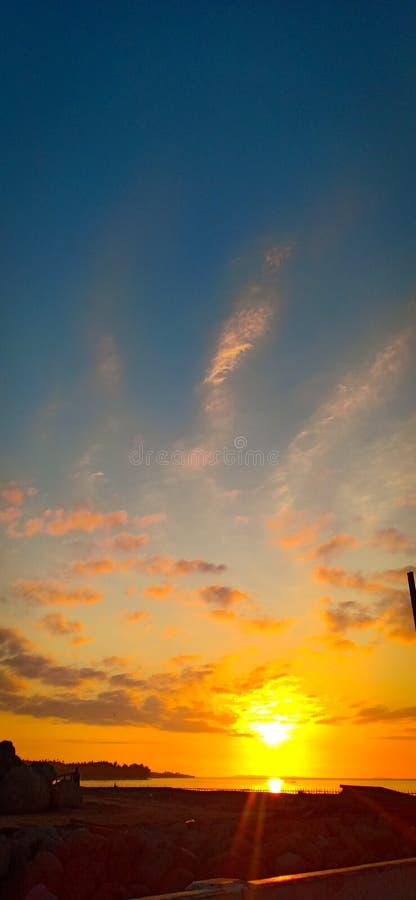 De zonsopgang stelt altijd nieuwe dag voor stock fotografie