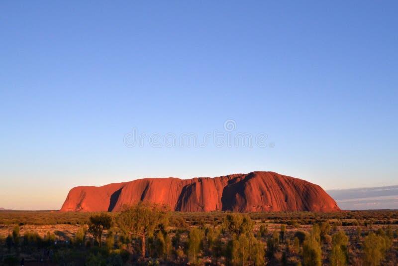 De zonsopgang in Uluru royalty-vrije stock afbeeldingen