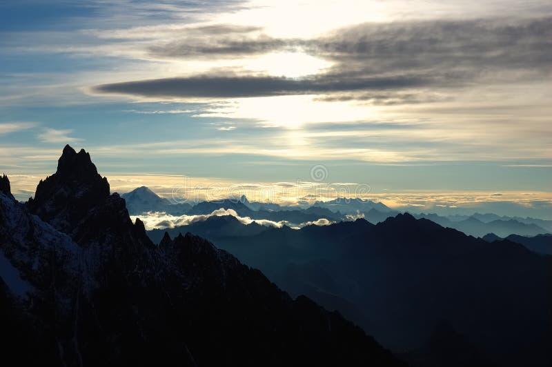 De zonsopgang van de berg stock afbeelding