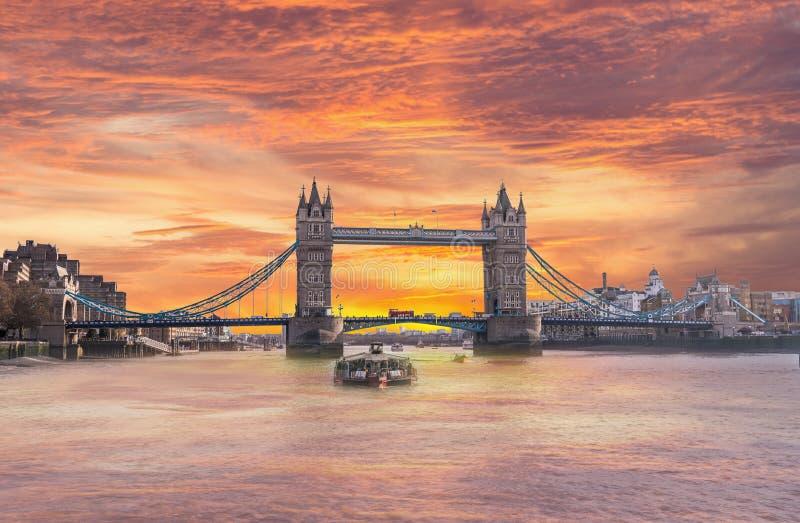 De Zonsopgang van de de Torenbrug van Londen Engeland van de Rivier van Theems royalty-vrije stock afbeelding