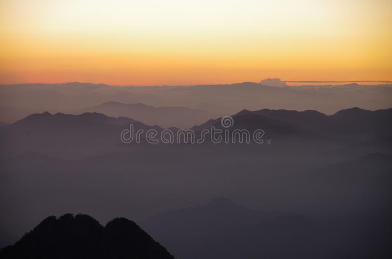 De zonsopgang van de Huangshanberg stock foto