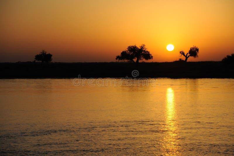 De zonsopgang van de rivier stock afbeelding