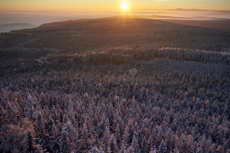 De zonsopgang van de winterbergen royalty-vrije stock afbeelding