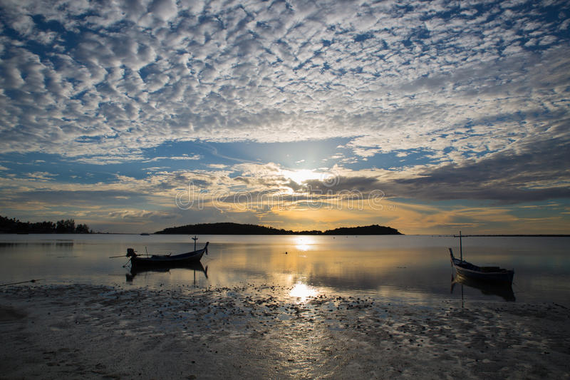 De zonsopgang van het Chawengstrand - Koh Samui - Thailand royalty-vrije stock fotografie
