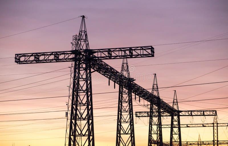 De zonsopgang van machtskabels stock foto