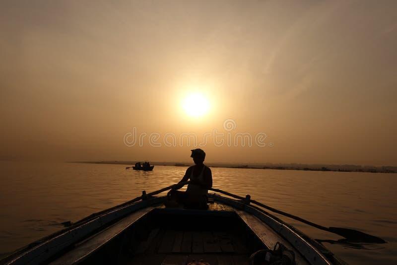 De zonsopgang van Varanasi Ganges stock afbeeldingen