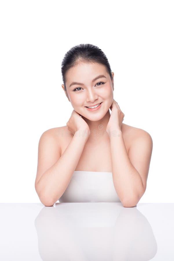 De zorg van de huid Mooi Aziatisch vrouwenportret De kosmetiek, schoonheid royalty-vrije stock afbeeldingen