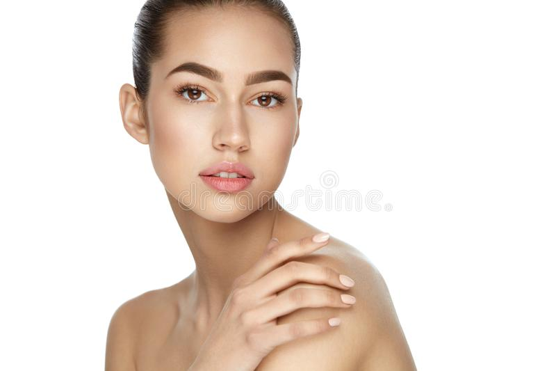 De Zorg van de schoonheidshuid Portret van Sexy Vrouw met Natuurlijke Make-up stock afbeelding