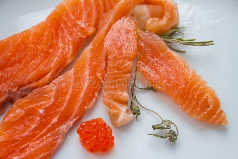 De zoute vissen (zalm) op de plaat royalty-vrije stock foto's