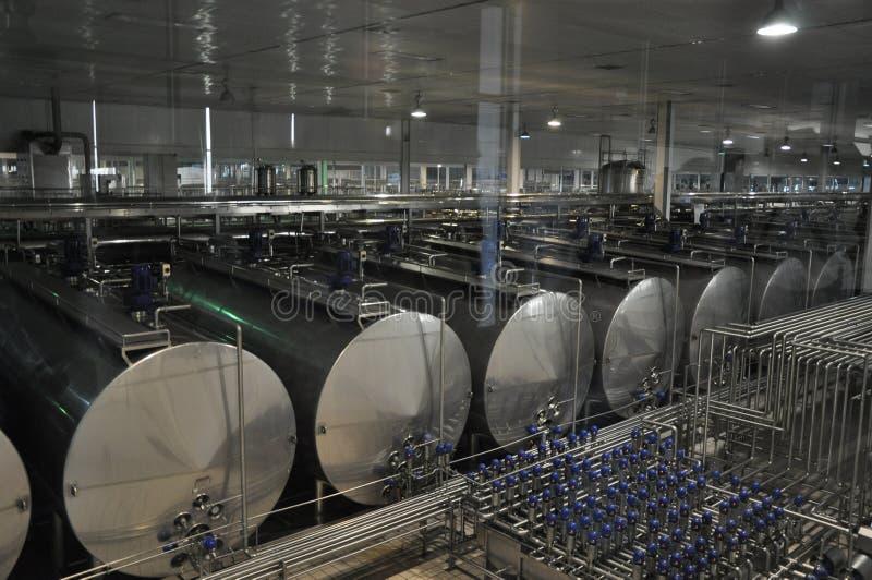 De zuivelproductielijn van China Mengniu stock afbeelding