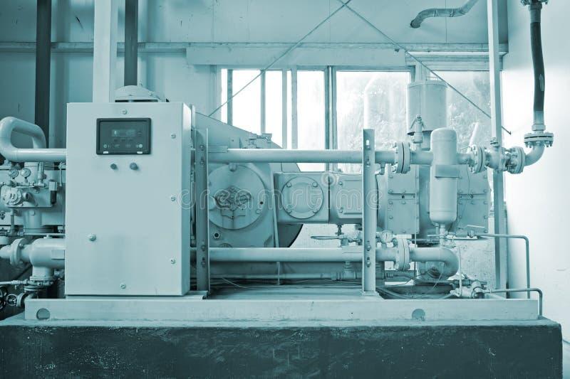 De zuivere apparatuur van de waterbehandeling stock fotografie