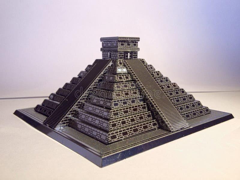 De zuiverheid van de het metaalpiramide van Chichen Itza royalty-vrije stock foto's