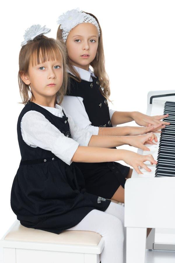 De zusters spelen de piano royalty-vrije stock foto