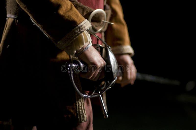 De Zwaardvechter van de musketier o over een Zwarte Achtergrond royalty-vrije stock afbeeldingen