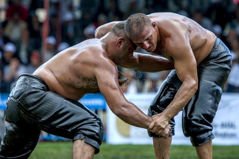 De zwaargewicht worstelaars concurreren bij het de Olie van Kemer Turkse het Worstelen Festival, Kemer, Turkije stock foto
