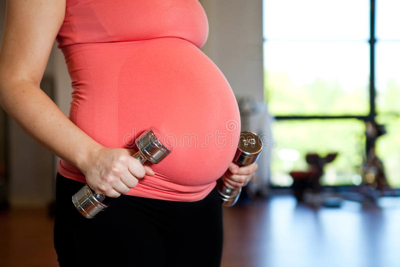 De zwangere domoren van de vrouwenholding stock foto's