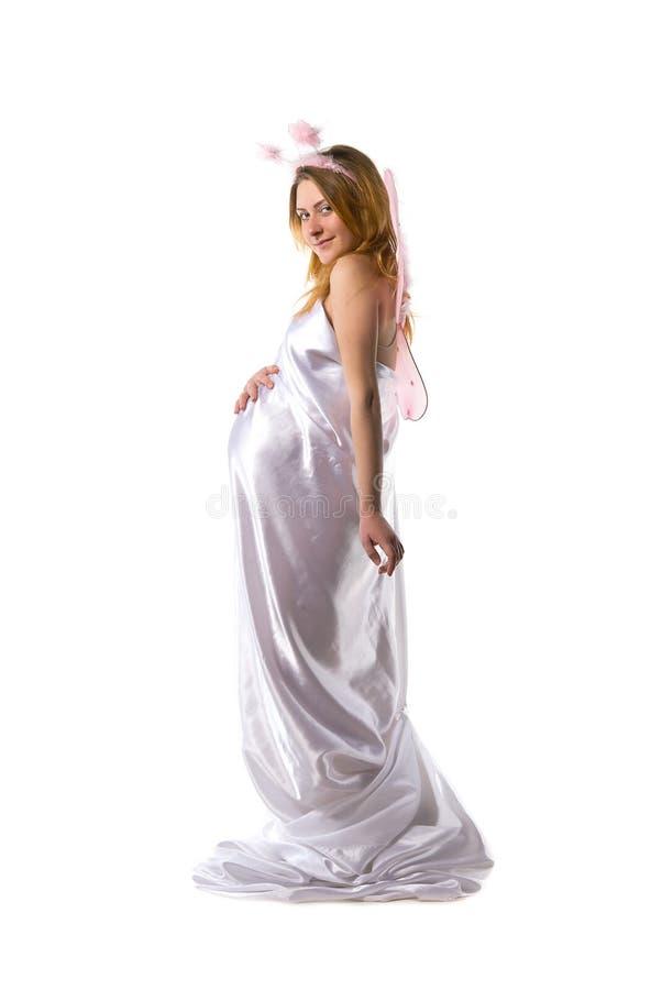 De zwangere vrouw kleedde witte satijnstof royalty-vrije stock afbeeldingen