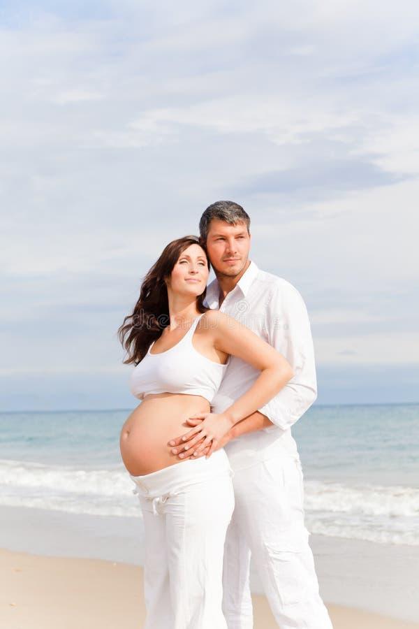 De zwangerschap van het paar royalty-vrije stock foto's