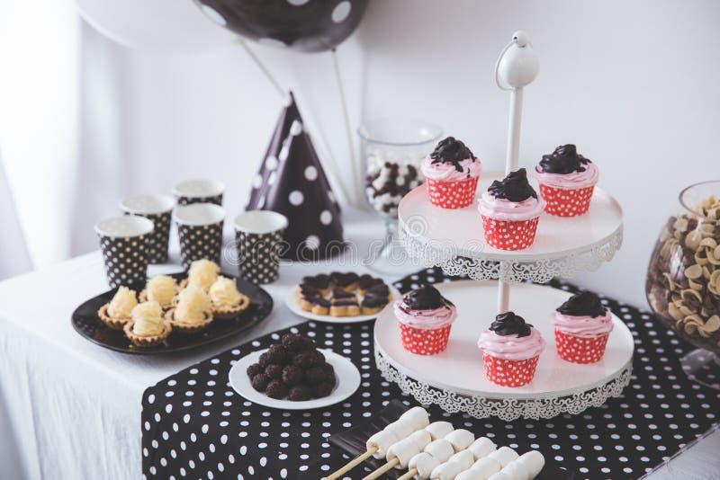 De zwart-witte decoratie van de Verjaardagspartij royalty-vrije stock foto