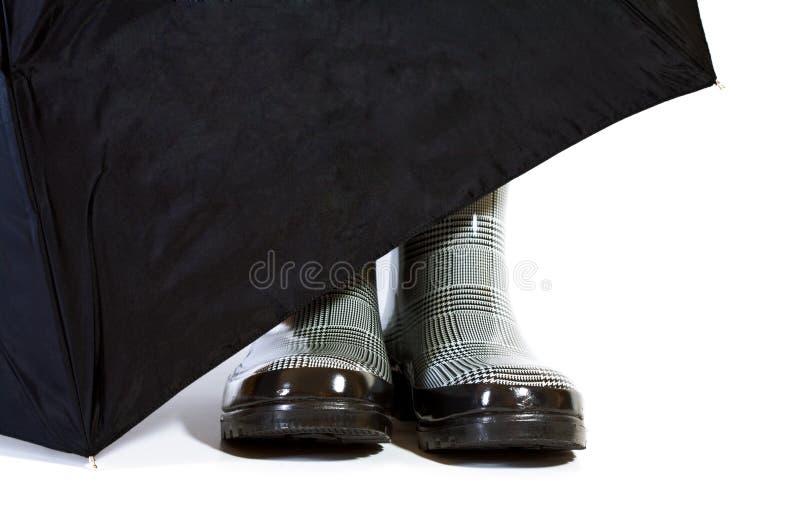 De zwart-witte Laarzen van de Visgraat met Paraplu stock foto