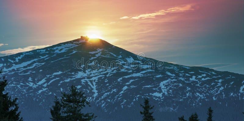 De Zwarte Berg van de zonsopgangmaan royalty-vrije stock fotografie