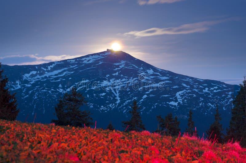 De Zwarte Berg van de zonsopgangmaan stock foto's