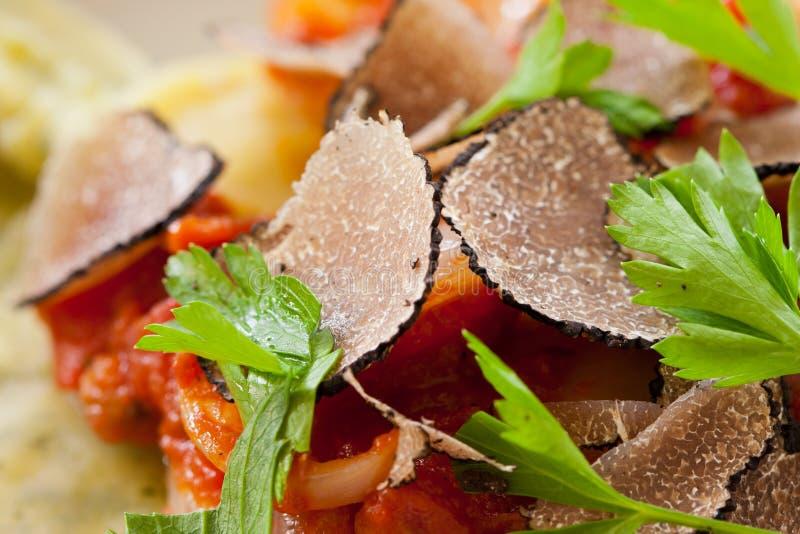 De zwarte deegwaren van de truffelravioli royalty-vrije stock foto