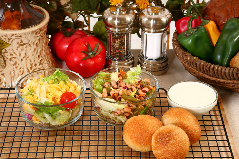 De zwarte Eyed Salade van de Erwt en van de Tuin royalty-vrije stock afbeeldingen
