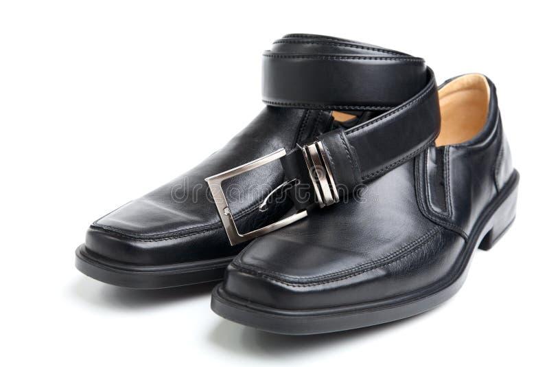 De zwarte man schoen van het paar en een riem royalty-vrije stock foto
