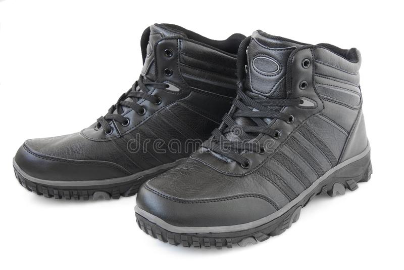 De zwarte schoenen van de wintermannetjes stock fotografie