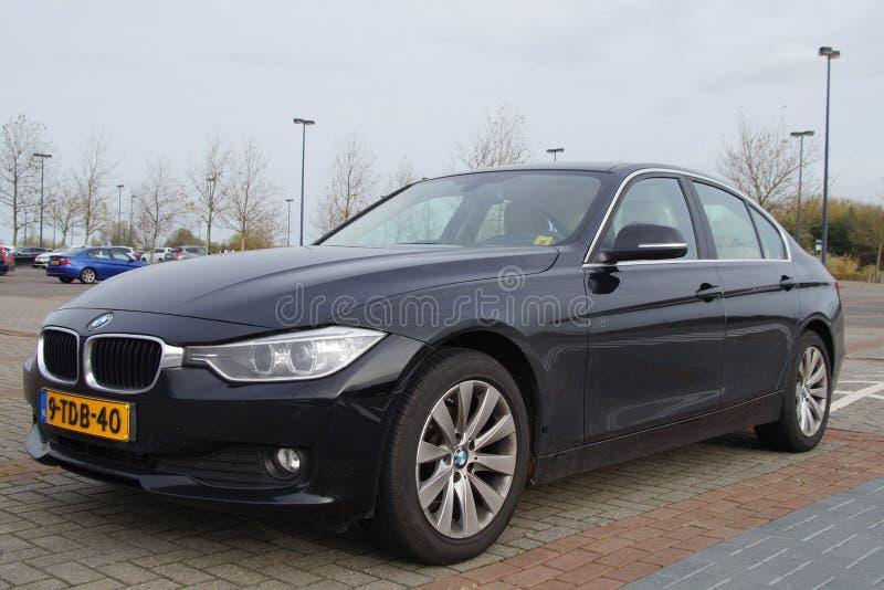 De zwarte sedan van BMW 316i - vooraanzicht royalty-vrije stock fotografie