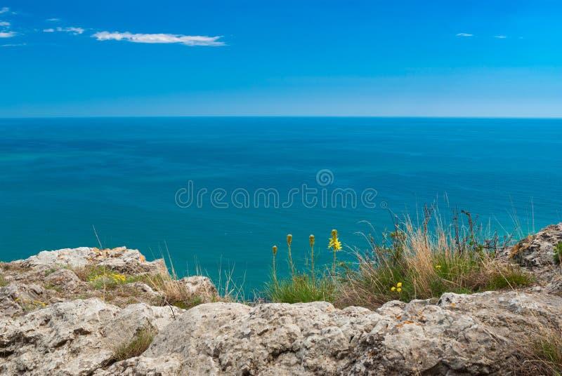 De Zwarte Zee dichtbij Sudak-stad in Krimschiereiland royalty-vrije stock fotografie