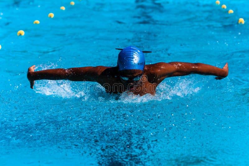 De zwemmende Tiener Afrikaan van de Vlinder stock fotografie