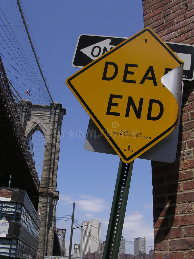 Dead End Sign and Brooklyn Bridge royalty free stock images