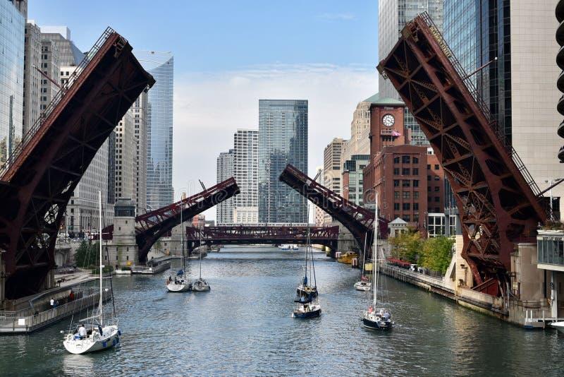 Dearborn, Clark Street, e ponte da rua de Wells fotos de stock