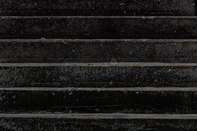 death Image contrastée conceptuelle des pas concrets noirs photographie stock