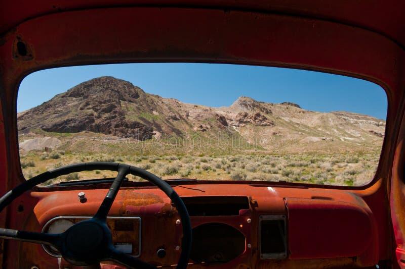 Death Valley fönster royaltyfria foton