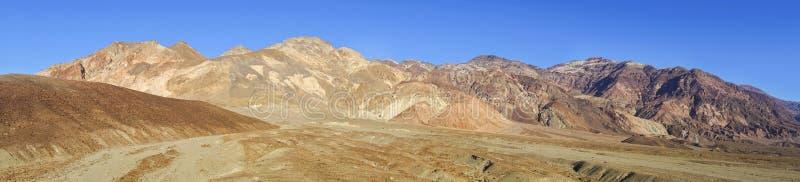 Death Valley för konstnärPalette Wide Panoramic landskap nationalpark royaltyfri foto