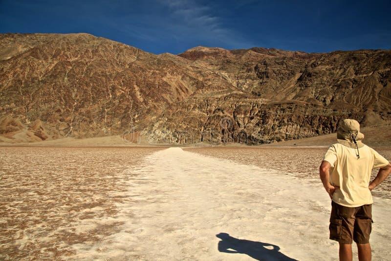 Death Valley manBadwater salta lägenheter arkivbilder