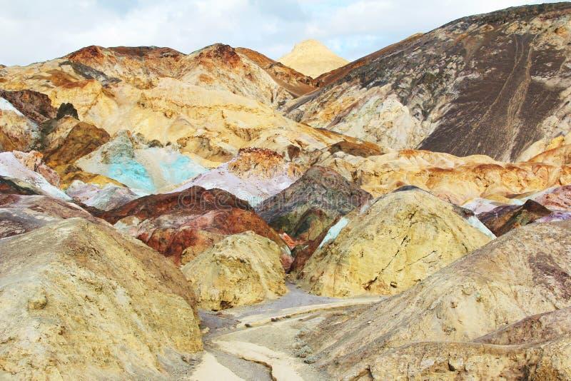 Death Valley a peint des roches image libre de droits