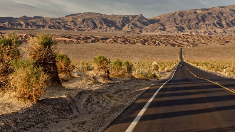 Death Valley vicino alle dune di sabbia fotografia stock libera da diritti