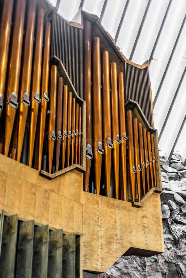 Deatil de l'organe majestueux dans l'église de roche de Temppeliaukio photo stock