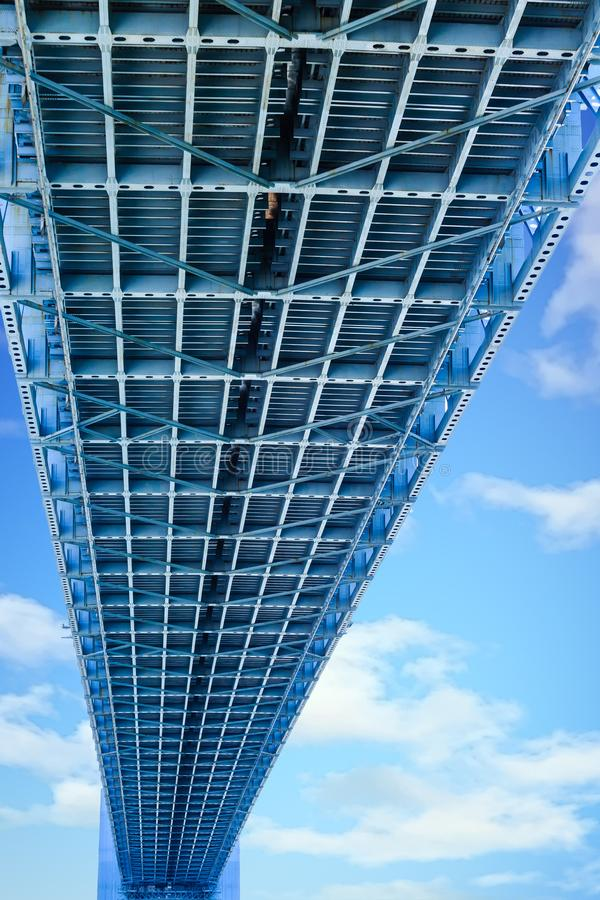 Debaixo da ponte dos estreitos de Verrazano imagem de stock royalty free
