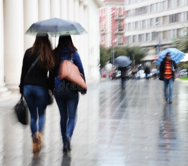 Debajo de un paraguas imagen de archivo libre de regalías