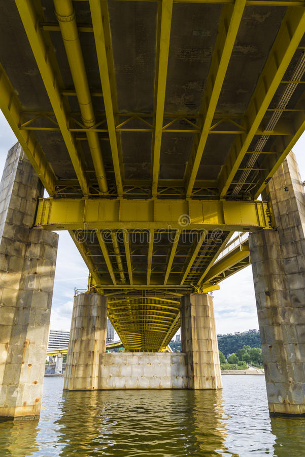 Debajo del puente imagen de archivo libre de regalías