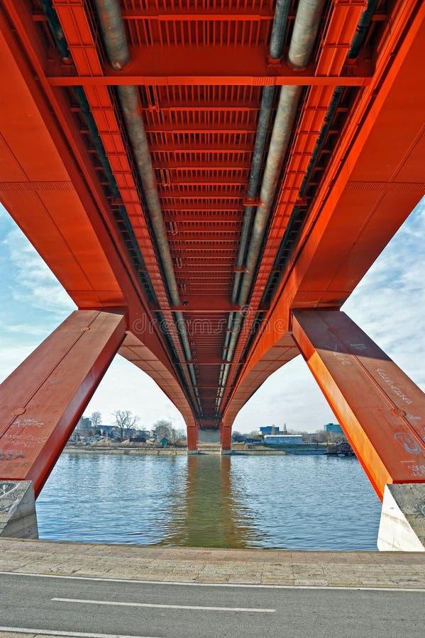 Debajo del puente de la ciudad imagen de archivo