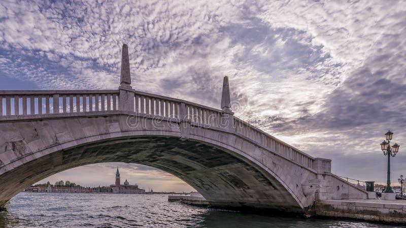 Debajo del puente, Venecia, Italia foto de archivo libre de regalías